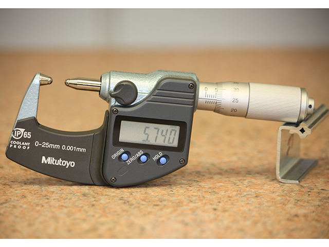 Ball micrometer with modifed frame for clearance